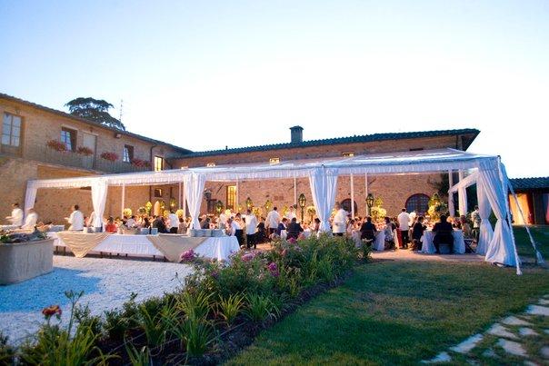 wedding ceremony in Tuscany farmhouse