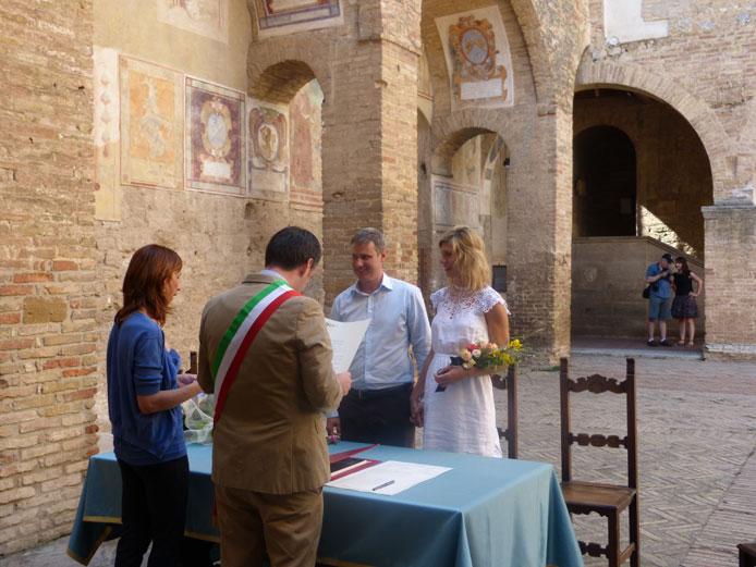 Simon & Alex in a Tuscan Civil Ceremony